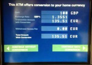 Euro oder Landeswährung? Was soll beim Geldabheben im Ausland ausgewählt werden?